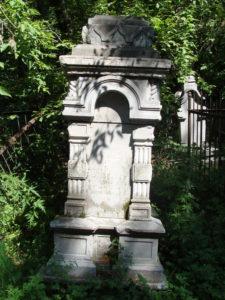 Вид надгробия - часовенка